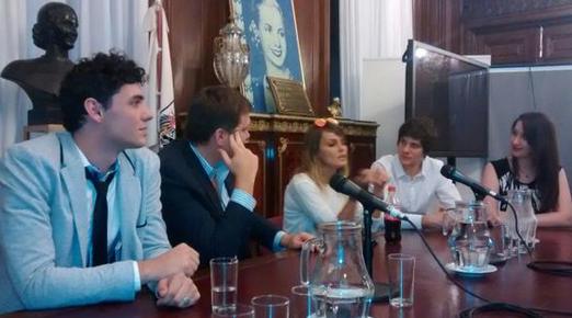 Álvarez habló en la legislatura porteña sentada en lo que fue el despacho de Eva Perón. (Nueva)