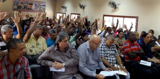 Oficialismo cubano postula candidatos a diputados que elegirán a sucesor de Castro