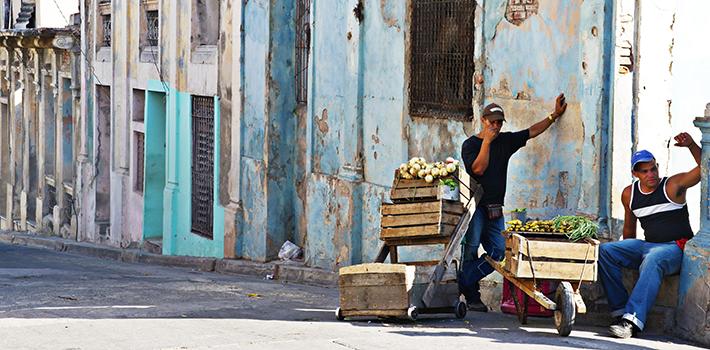 Vendedores ambulante en La Habana, Cuba. Fuente: MW Kitchen.