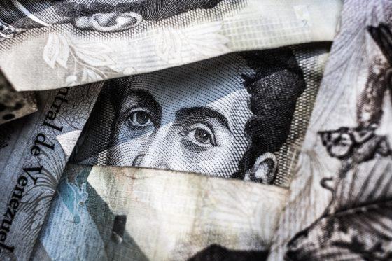 Por que la borrachera de liquidez de los bancos centrales tumbó a la bolsa