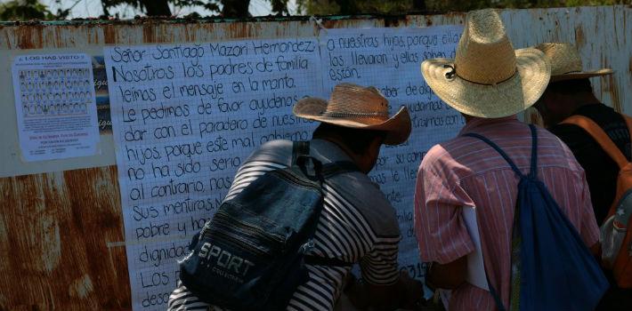 ft-ayotizinapa-cartel-rojo