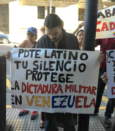 Activistas venezolanos protestaron frente al Congreso argentino (PanAm Post)