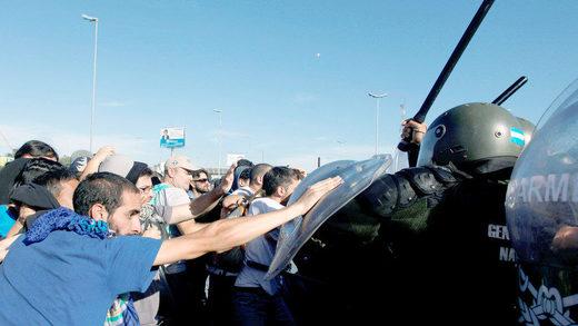 manifestantes policías argentina