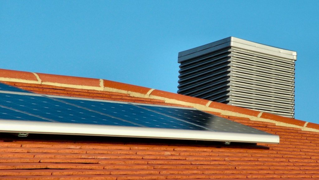 Ejemplo de instalación de kit solar de autoconsumo en cubierta inclinada