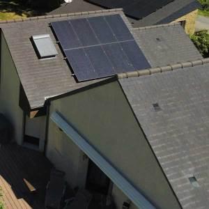 kit solar 8 paneles sobre tejado de pizarra