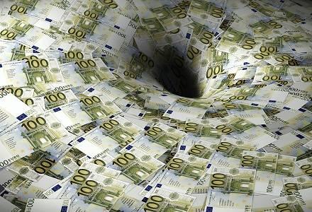 money-down-the-drain-perdida-dinero