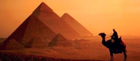 piramides ascenso, blogger, camello, desierto