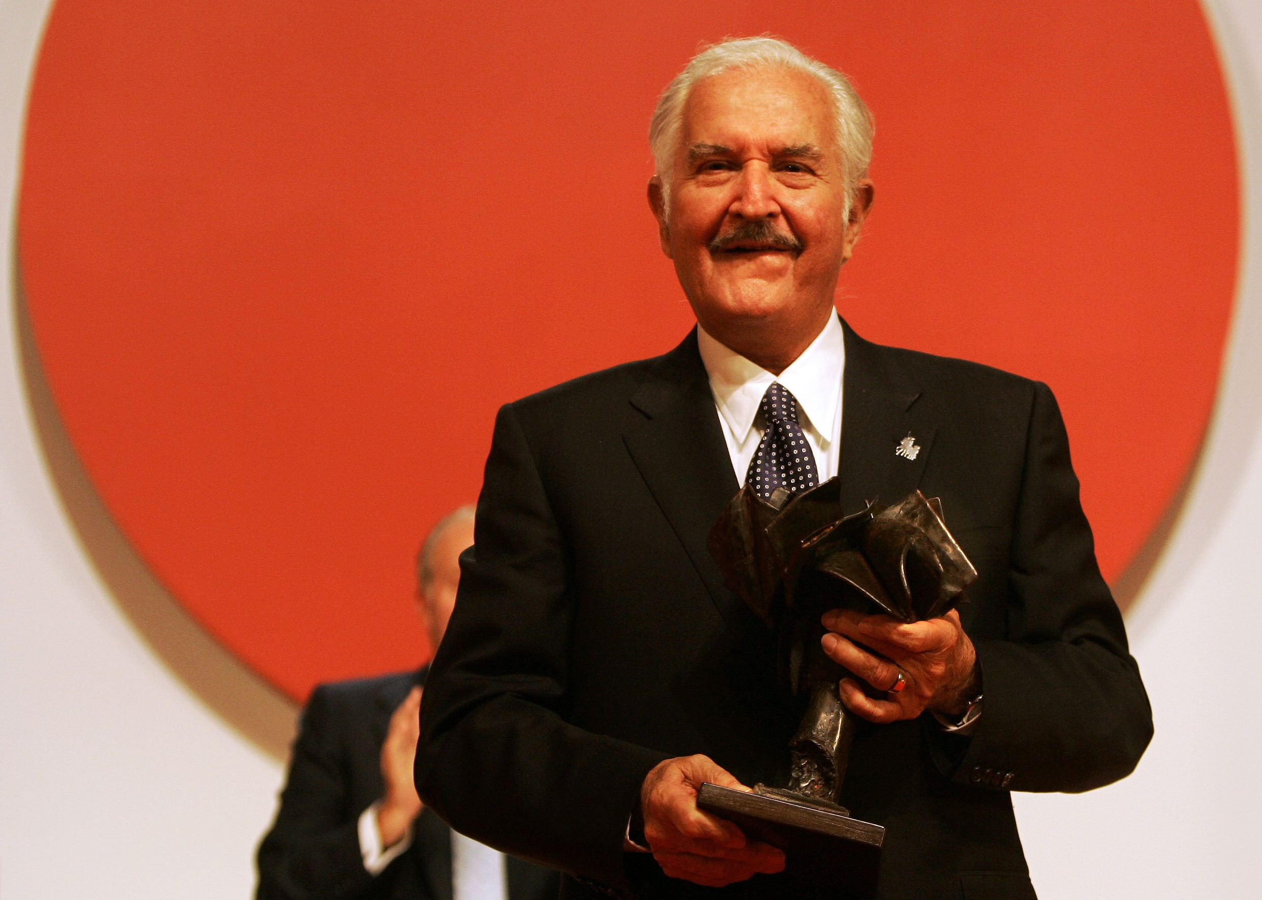Mexican writer Carlos Fuentes seen with the Don Quijote de la Mancha international prize, after receiving it from Spanish King Juan Carlos, not seen, in Toledo, Spain, Monday, Oct. 13, 2008. (AP Photo/Victor R. Caivano)