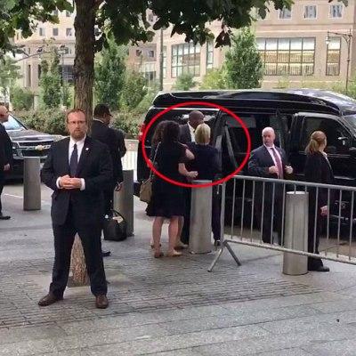 #HillaryHealth: Video muestra a Clinton casi desplomarse tras evento del 11S