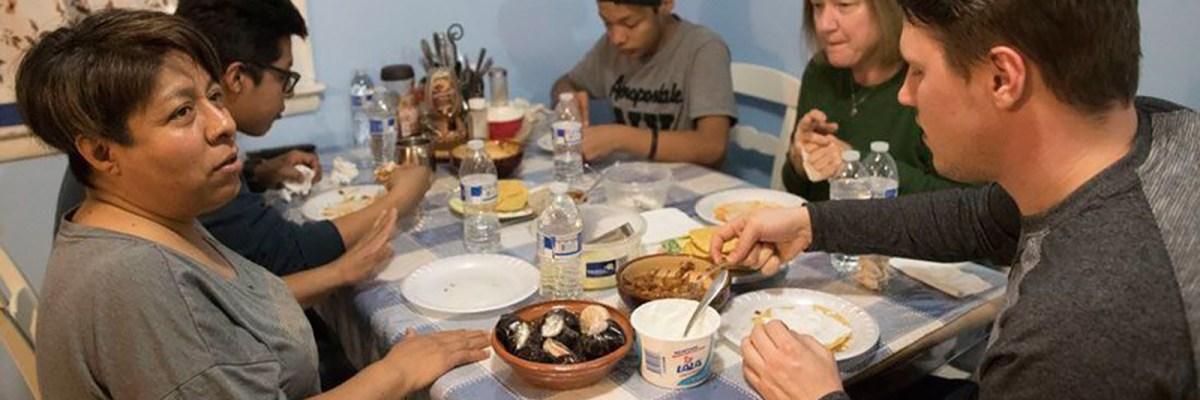 La Colmena: Neoyorquinos ofrecen sus casas a familias de deportados