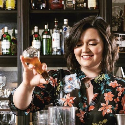 Bartender mexicana.