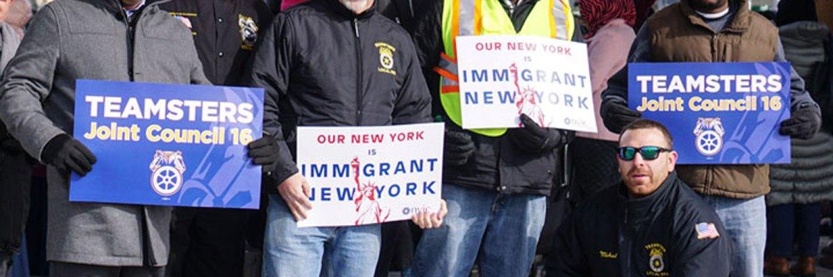 """#Fregones: Trabajadores en NYC se unen por sus compañeros inmigrantes contra """"La Migra"""""""