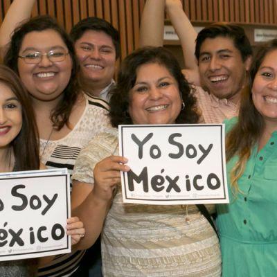 La fundación que ofrece becas a hijos de migrantes mexicanos o latinos