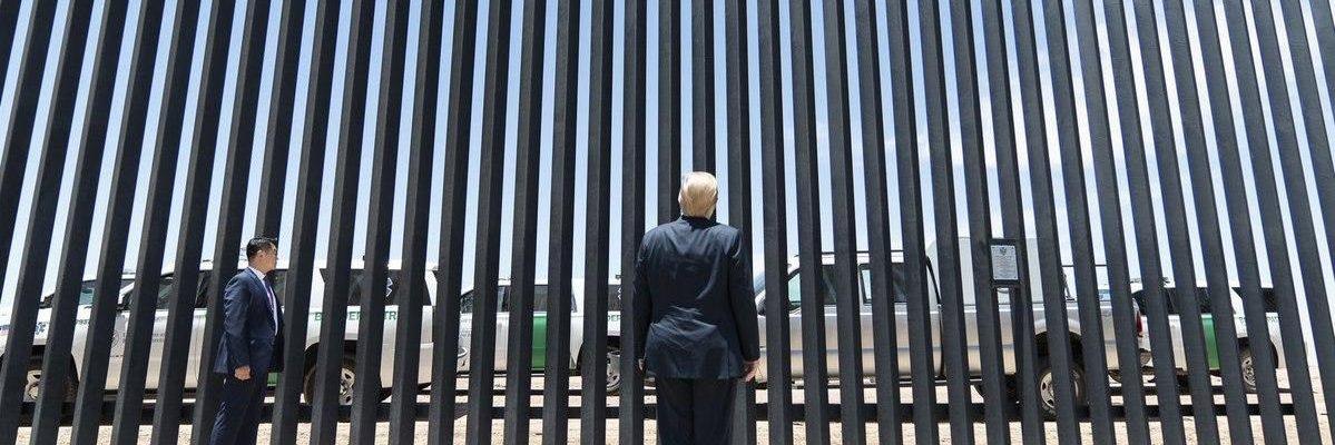 A horas de la llegada de AMLO a EU, Trump difunde fotos del muro fronterizo