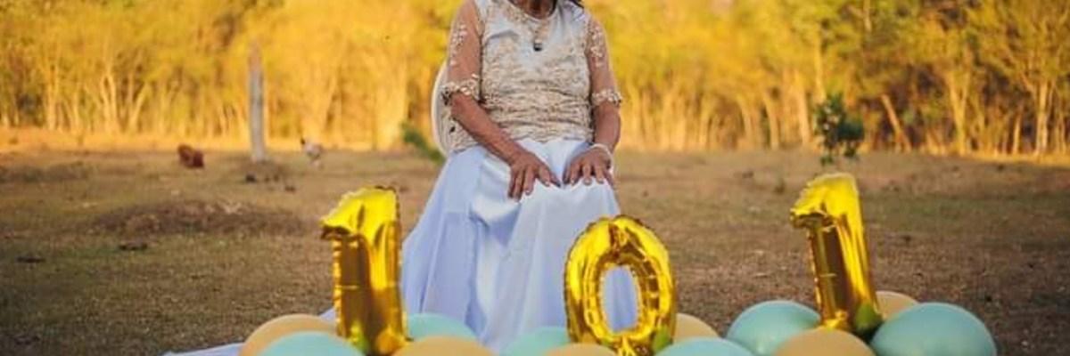 Abuelita cumple 101 años y lo celebra con una sesión de fotos