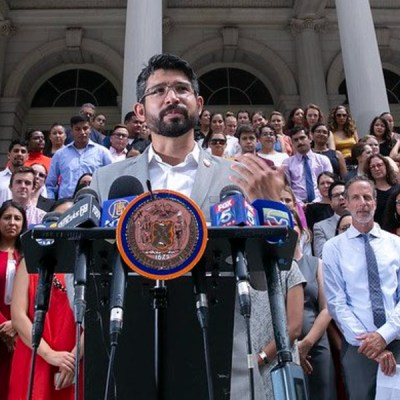 Hijo de migrantes mexicanos se postula para alcalde de New York