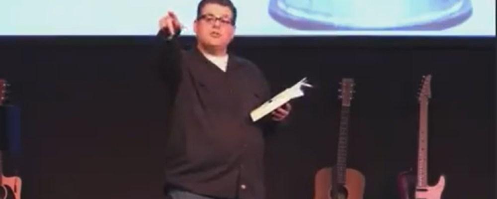 """Pastor pide a mujeres no vestir como """"marimachos"""" para que no las engañen"""