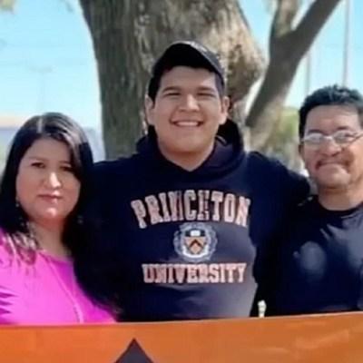 Hijo de inmigrantes mexicanos es aceptado en 22 universidades de EU