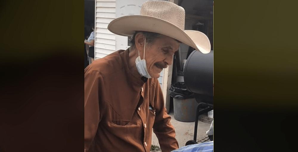 Recaudan 60 mil dólares para abuelito migrante que vende paletas