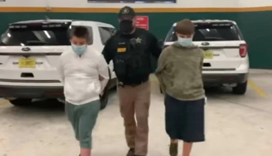 Detienen a dos adolescentes que planeaban un tiroteo en su escuela