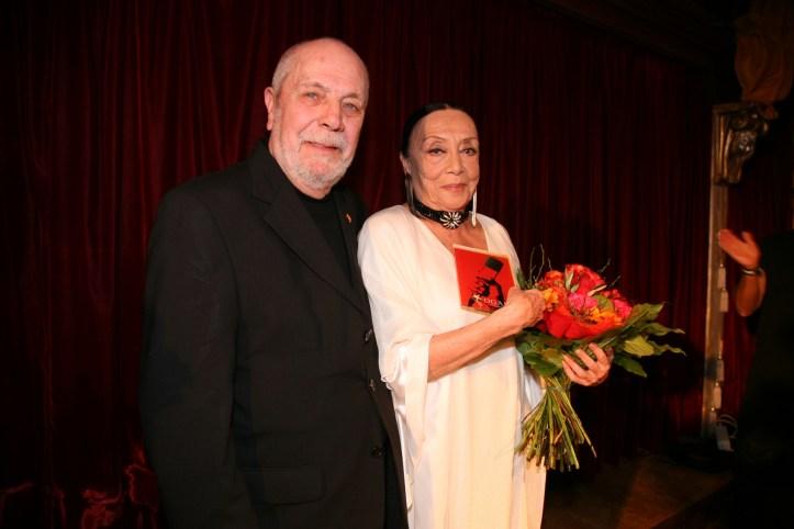 PR Photoset OGAE Germany Clubtreffen 2019 Muenchen - Betty Missiego als glueckliche Ehefrau