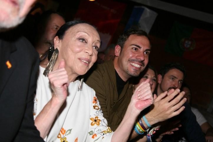 PR Photoset OGAE Germany Clubtreffen 2019 Muenchen - Betty Missiego erfreut sich am Set von Esther Hart