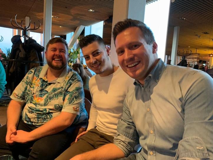 Stockholm ESC kompakt Lesertreffen 2020 mit Maxi Mitte und Benny rechts Rooftop Bar Scandic Continental