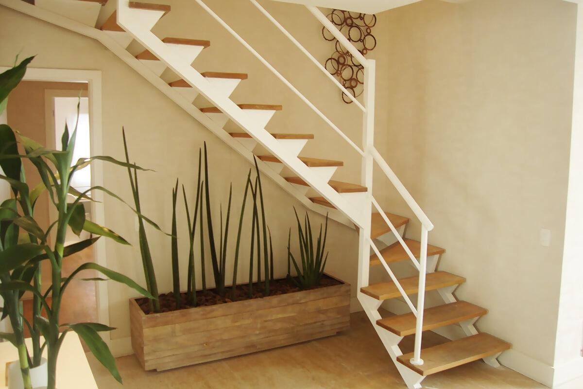 Escada com viga central  Escadas MV escadas fixas