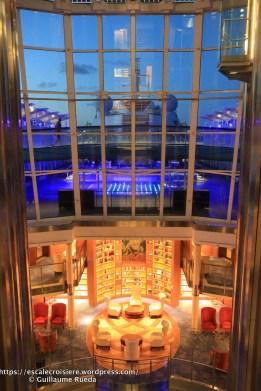 Celebrity Equinox - Bibliothèque et salon -by night