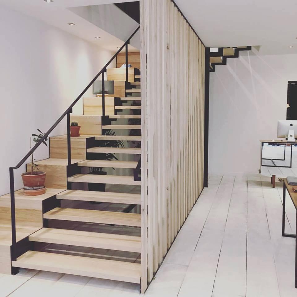 Nous Réalisons Votre Escalier Hélicoïdal Ou à Limon Central