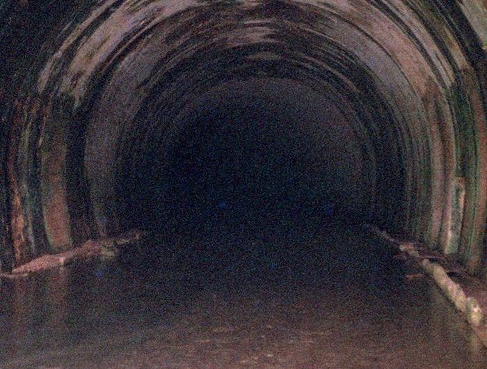 El túnel de la engaña: una ruta en la oscuridad