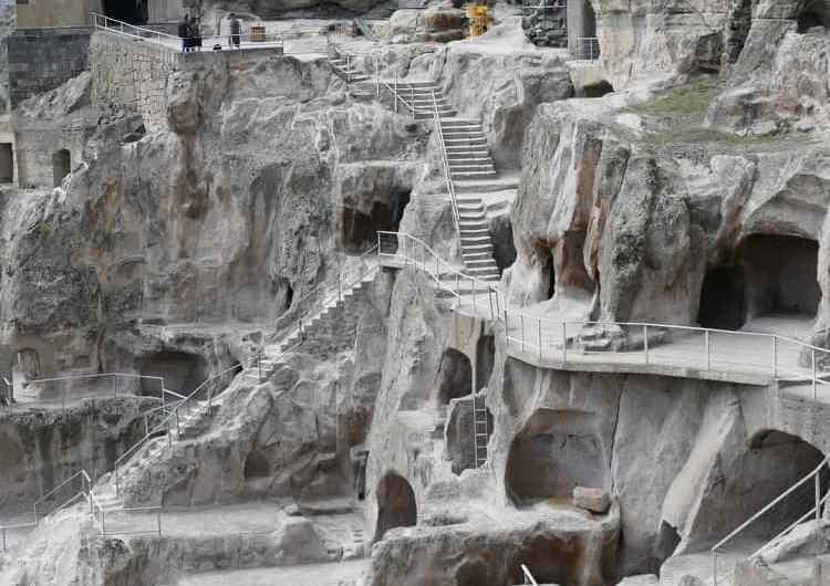 Vardzia, Georgia. Una ciudad monasterio en la roca