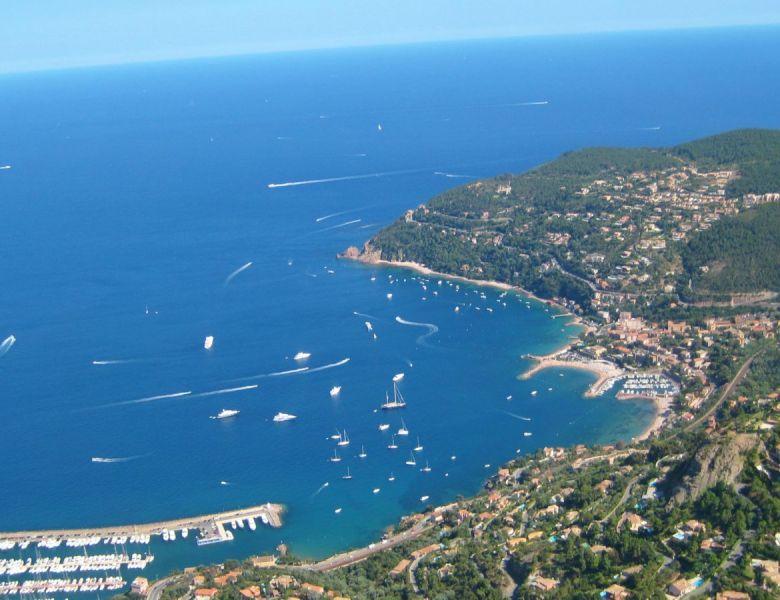 # En France Aussi : le Massif de l'Esterel vu du ciel