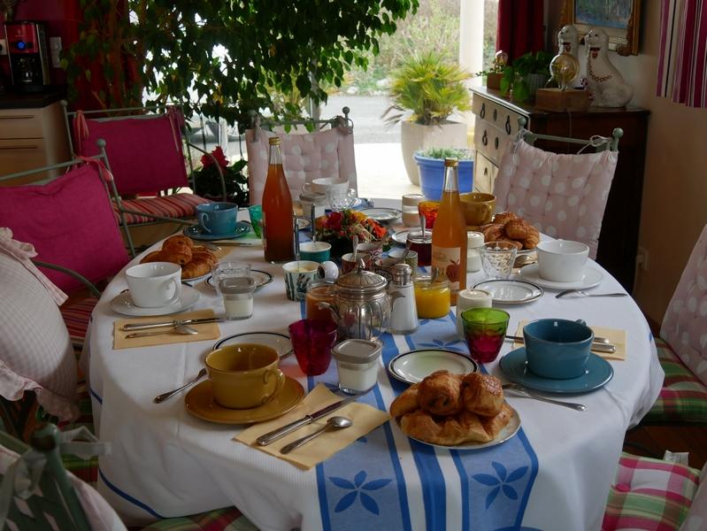 Petit-déjeuner dans la chambre d'hôtes Fenetres sur mer à Sainte-marguerite-sur-mer Normandie Seine-Maritime