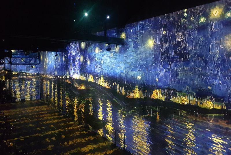 atelier des lumières visite paris haute en couleurs escapades amoureuses van gogh