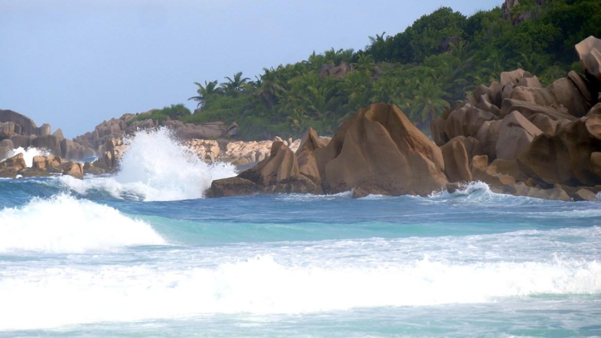 Plage de grand anse la digue seychelles escapades amoureuses