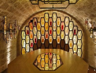 Dans les Caves du Louvre.