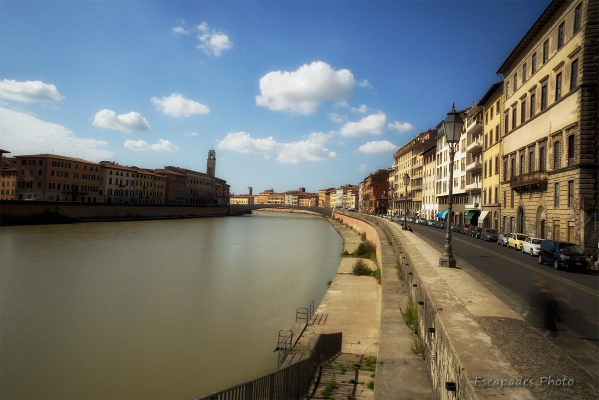 Pise le long des quais de l'Arno : Les longarni