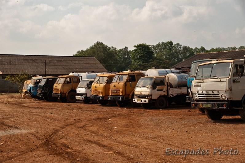 Usine caoutchouc Chup - parc de camions