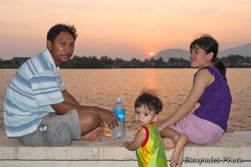 Kampot : Coucher de soleil en famille