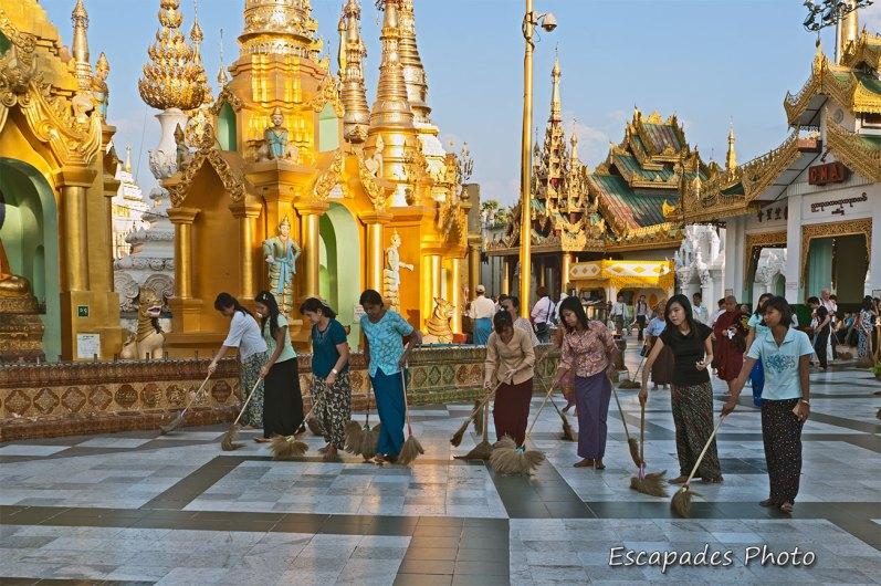 Balayage de la pagode Shwedagon - Rangoun