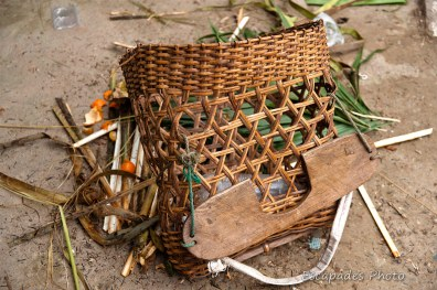 sac à dos en bambou porté par les femmes des tribus - marché de luang