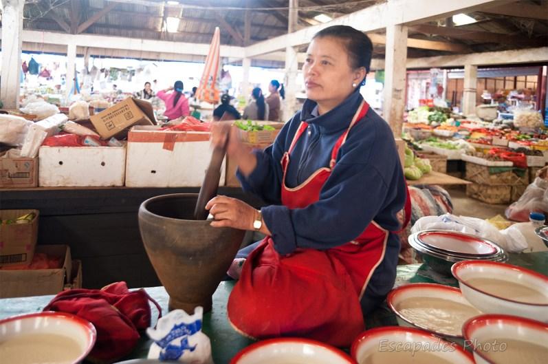 Fabrication lait de soja - Marché Luang Namtha
