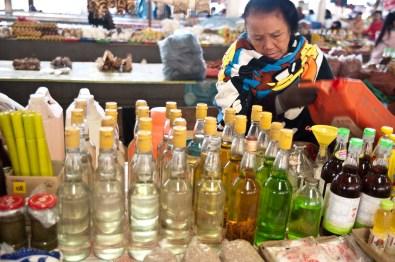 Alcool de riz - marché de Luang Namtha