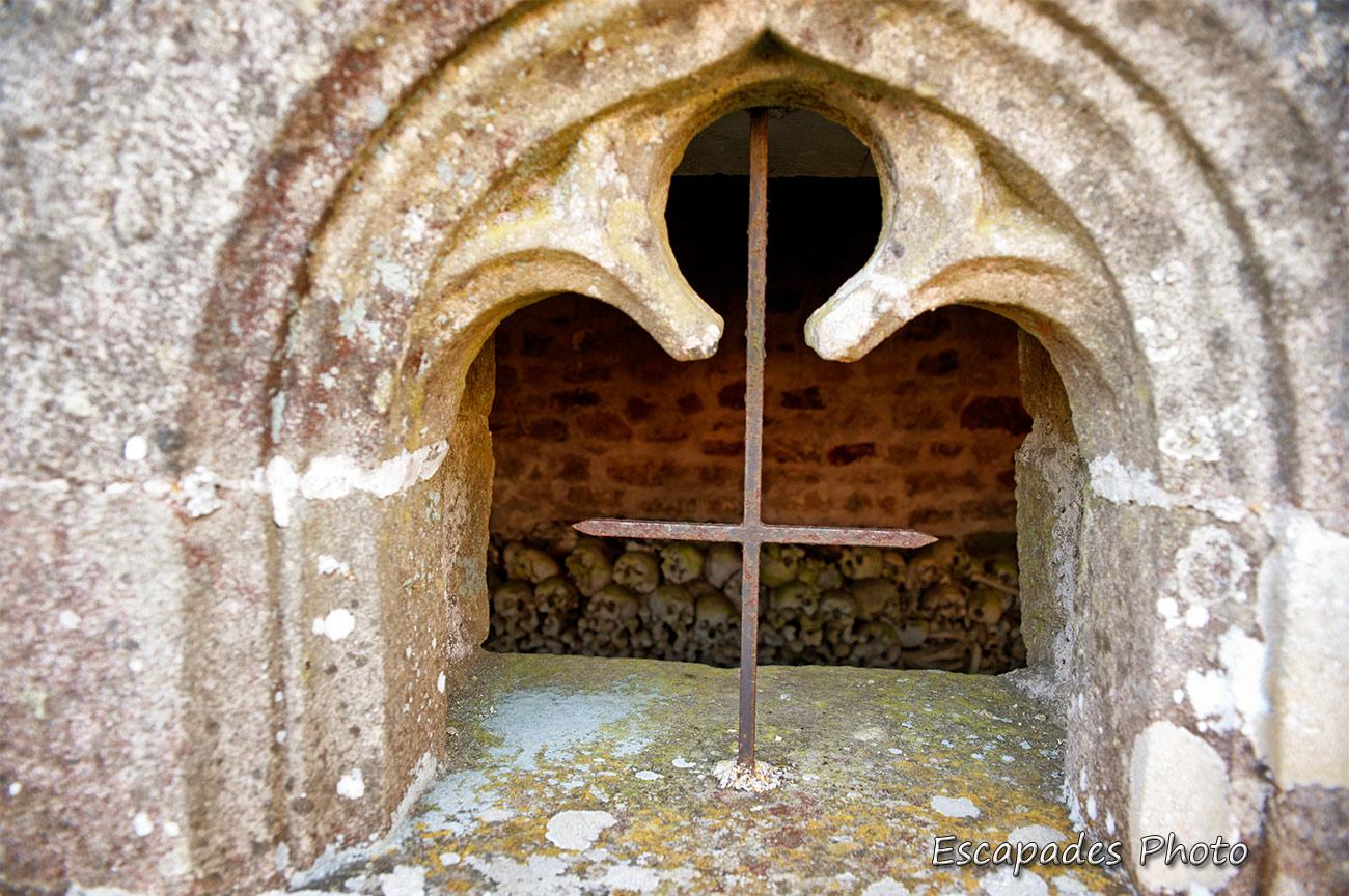 Église, ossuaire, calvaire Saint-Corentin à Trégornan