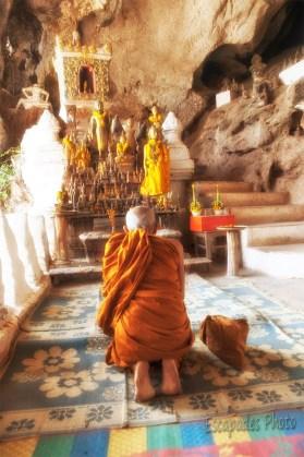 Moine en méditation à Pak Ou