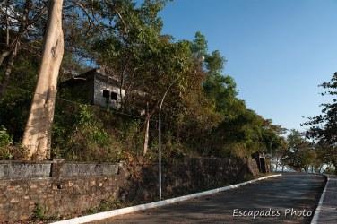 Kep villa ruinée sur la colline
