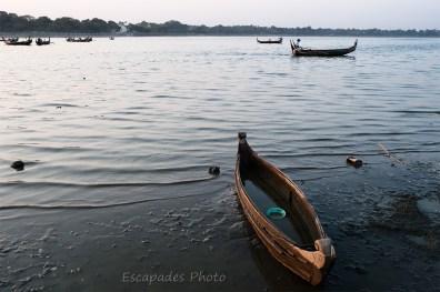 U Bein pirogue sur le lac Taungthaman