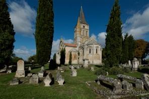 Eglise saint-Pierre d'Aulnay - les sarcophages