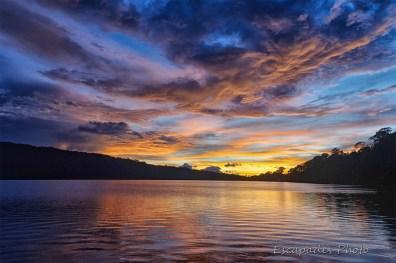 Lac Bratan avant le lever du soleil